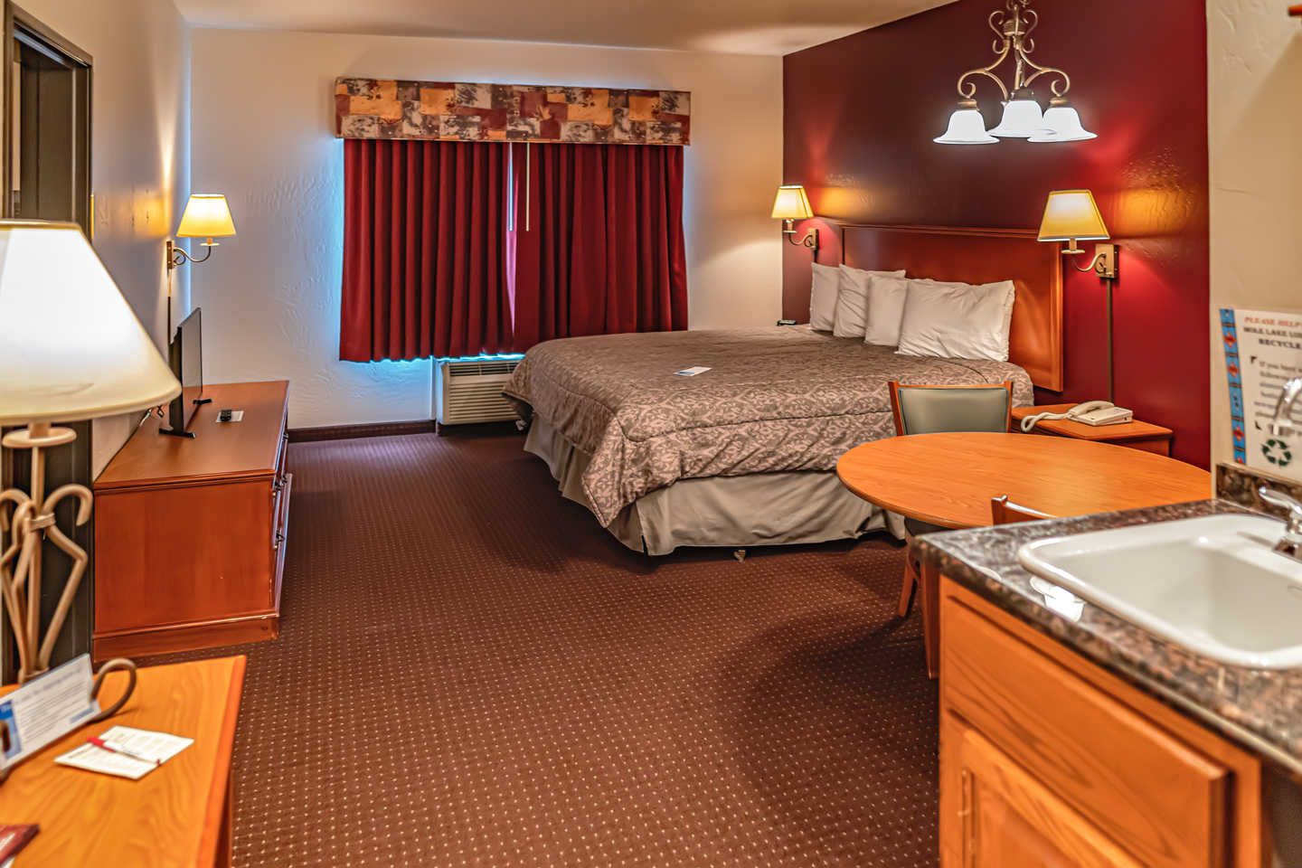 Mole Lake Casino Lodge In Crandon Wisconsin Offers The Best Hotel Deals On Family Suite Rooms