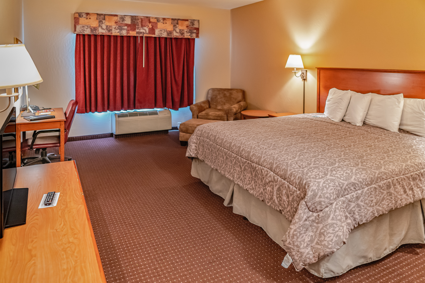 Mole Lake Casino Lodge In Crandon Wisconsin Offers The Best Hotel Deals On Single King Rooms