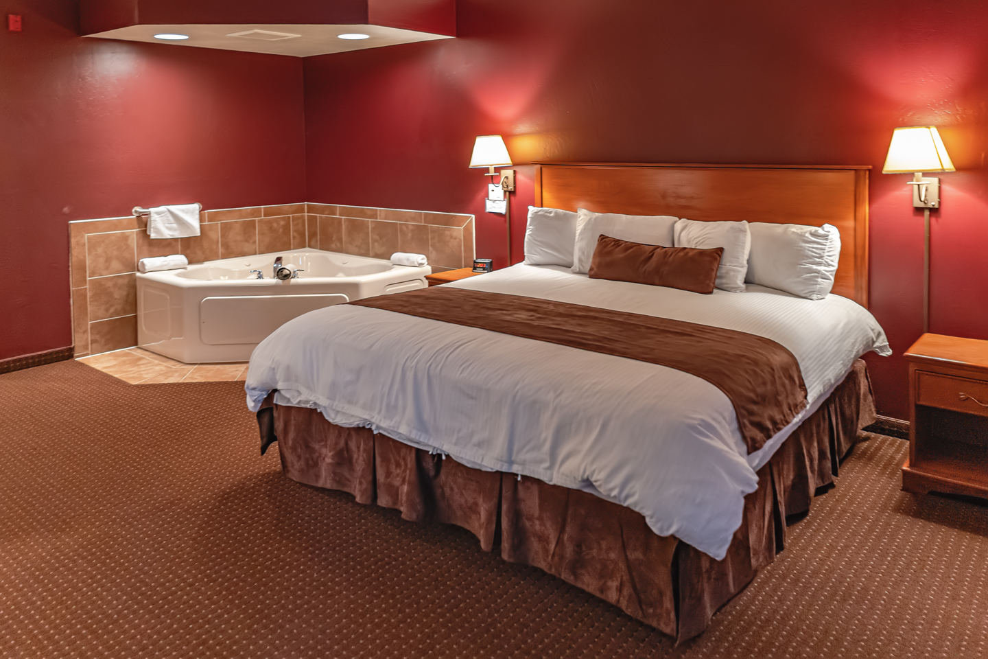 Mole Lake Casino Lodge In Crandon Wisconsin Offers The Best Hotel Deals On Whirlpool Suite Rooms